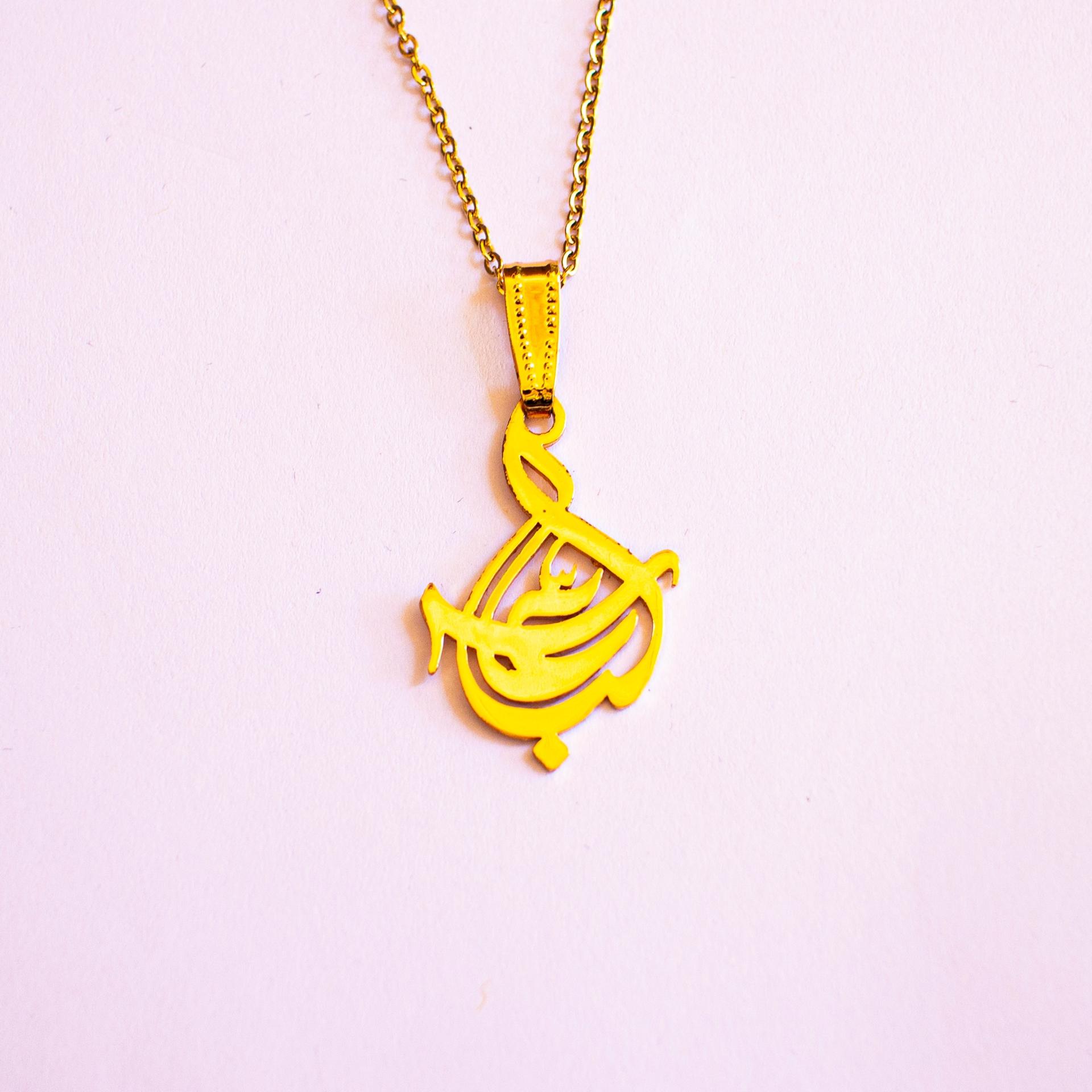 تصویر از گردنبند ساده طرح «عباس» برنجی با چاپ لیزر و رنگ طلایی