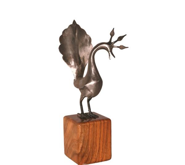 تصویر از تندیس طرح طاووس ساده با پایه چوبی