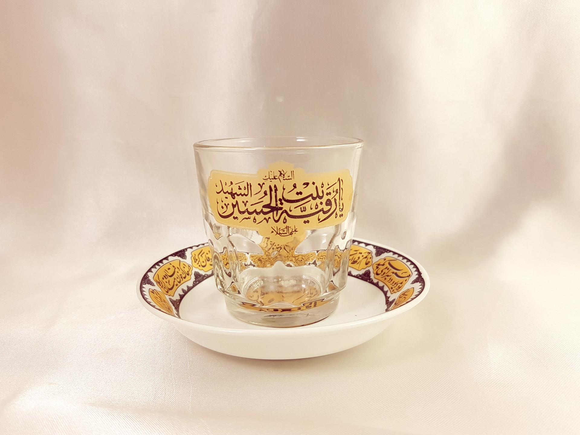 تصویر از استکان و نعلبکی نیم لیوان هیئت یا رقیه بنت الحسین(س)
